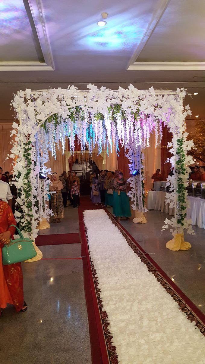 Contoh Dekorasi Tambahan Wedding Tradisional by Hotel Istana Nelayan - 001