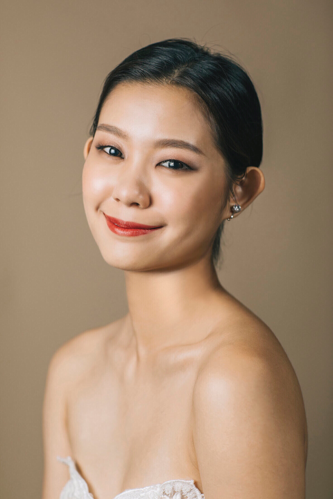 Clean and natural makeup with hairdo by Vow bridal house - 001