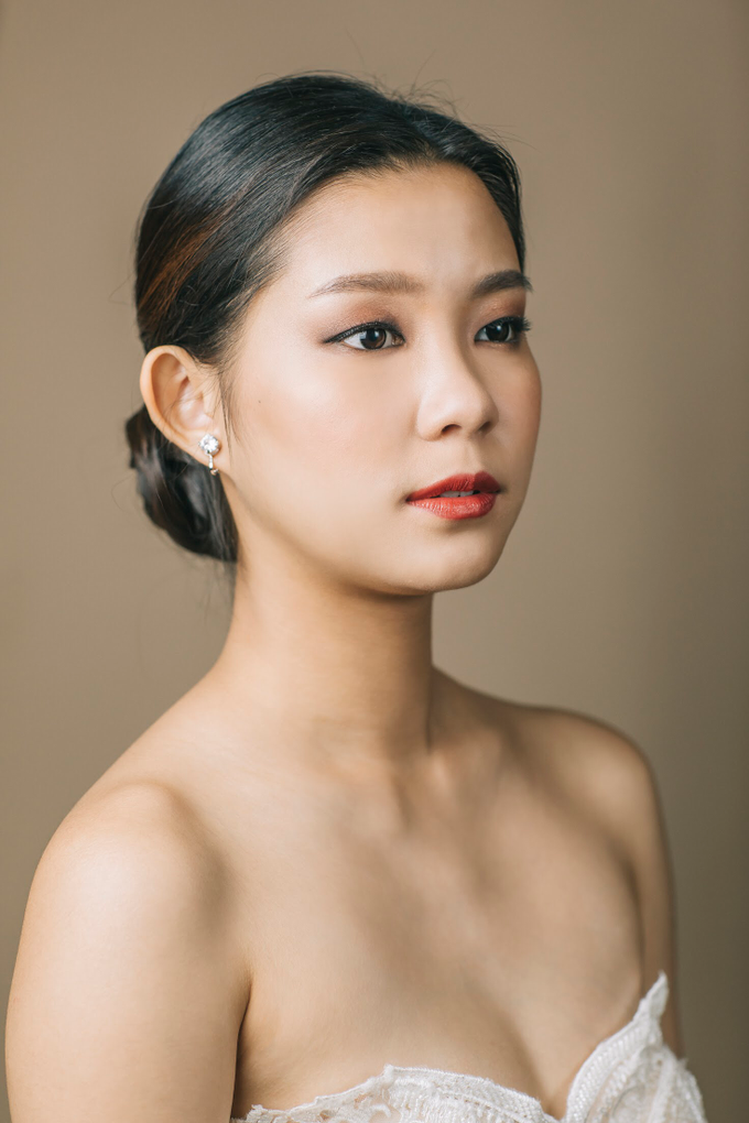 Clean and natural makeup with hairdo by Vow bridal house - 002