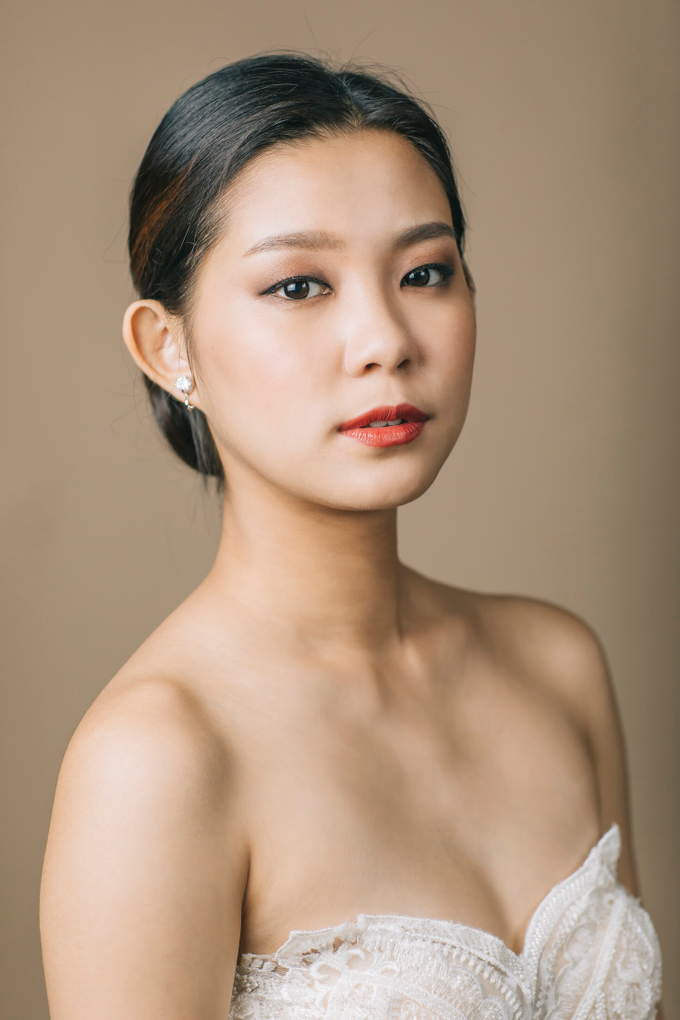 Clean and natural makeup with hairdo by Vow bridal house - 003