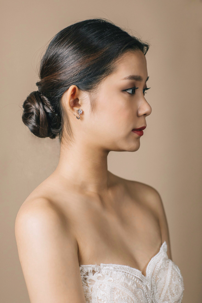 Clean and natural makeup with hairdo by Vow bridal house - 004