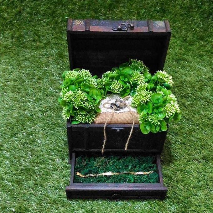 Wedding ring box by Hana Seserahan - 031