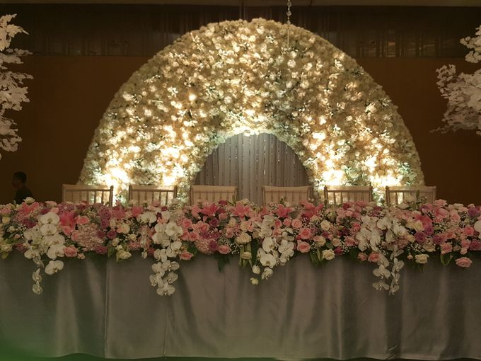 Sparkling in Gold by d'Oasis Florist & Decoration - 005