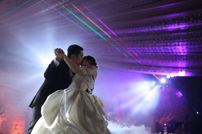 Autumn Theme Wedding Boy & Elisia at Empire 10th Floor  Surabaya by Diorama Tailor - 016