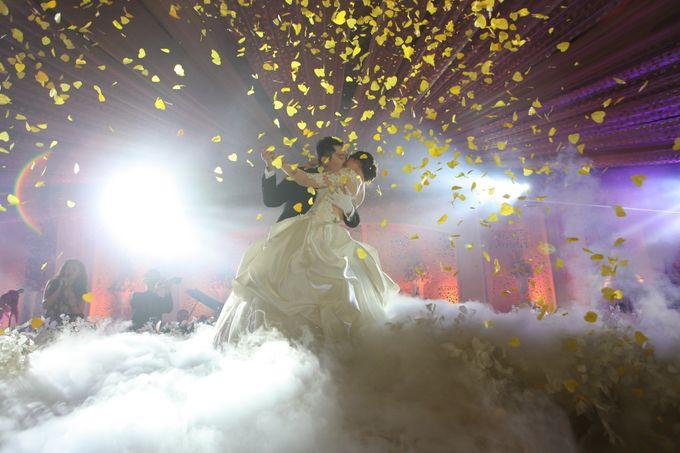 Autumn Theme Wedding Boy & Elisia at Empire 10th Floor  Surabaya by Diorama Tailor - 017