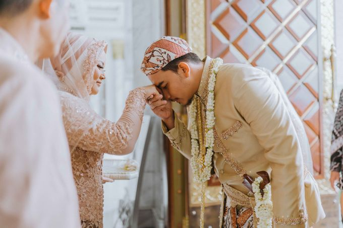 Wedding Astri & Alin by momentfromus - 009