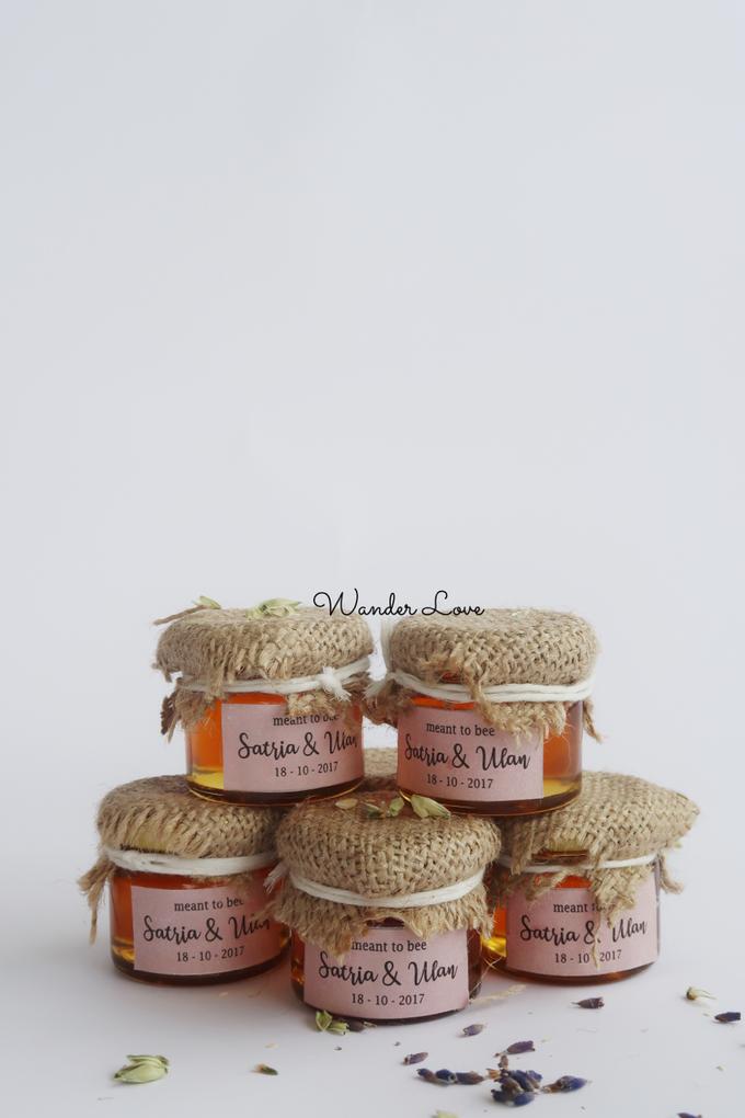 Honey in Jar Souvenir by Wander Love - 001