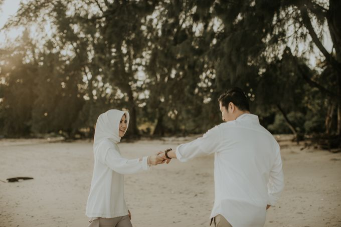 Rio & Hani Sumba Engagement Session by Calia Photography - 005
