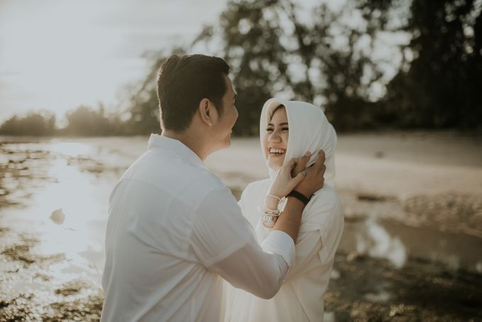 Rio & Hani Sumba Engagement Session by Calia Photography - 007