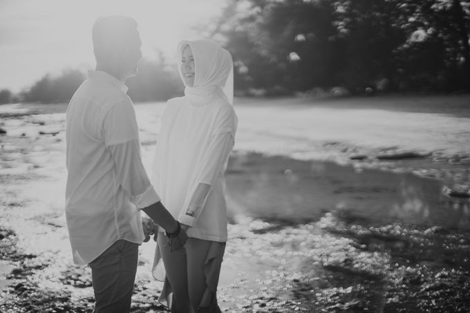 Rio & Hani Sumba Engagement Session by Calia Photography - 009