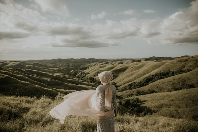 Rio & Hani Sumba Engagement Session by Calia Photography - 011