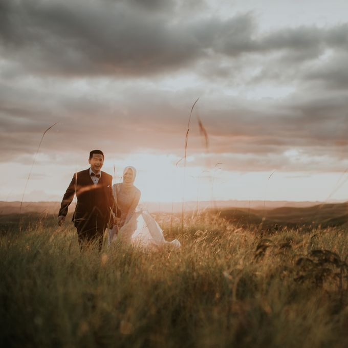 Rio & Hani Sumba Engagement Session by Calia Photography - 019