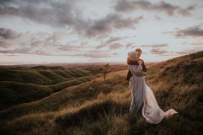 Rio & Hani Sumba Engagement Session by Calia Photography - 025