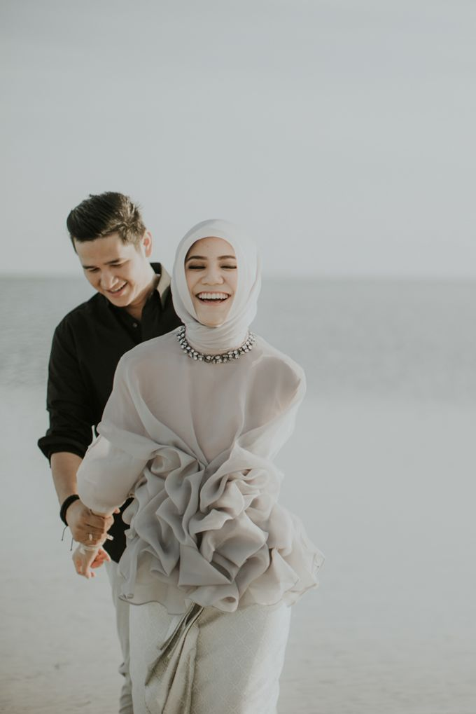 Rio & Hani Sumba Engagement Session by Calia Photography - 035