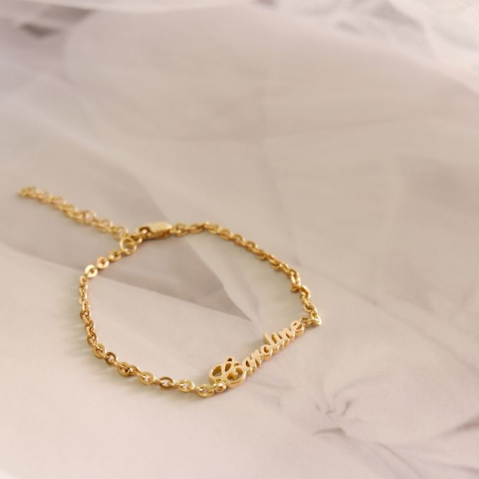 For her royal daughter - 18ct Gold Name Baby Bracelet by AEROCULATA - 001