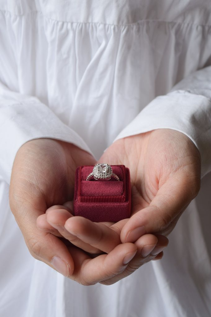 Personalised Engagement Ring Box by L'AMORE - 009