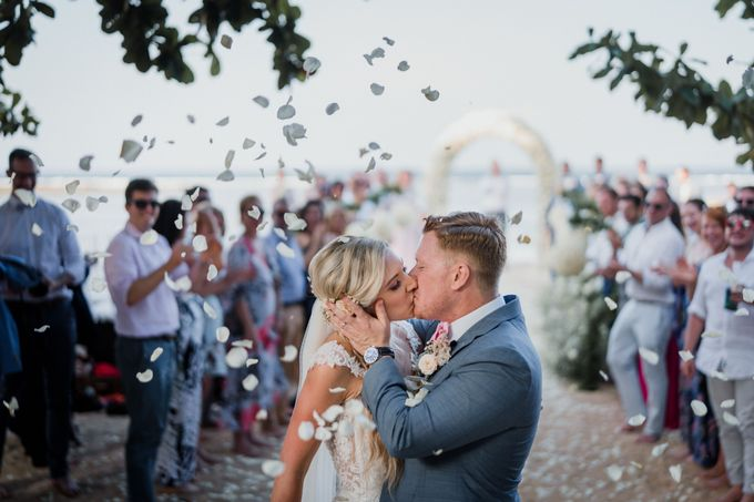 Elegant light blue beach wedding at Sofitel Bali by Silverdust Decoration - 009