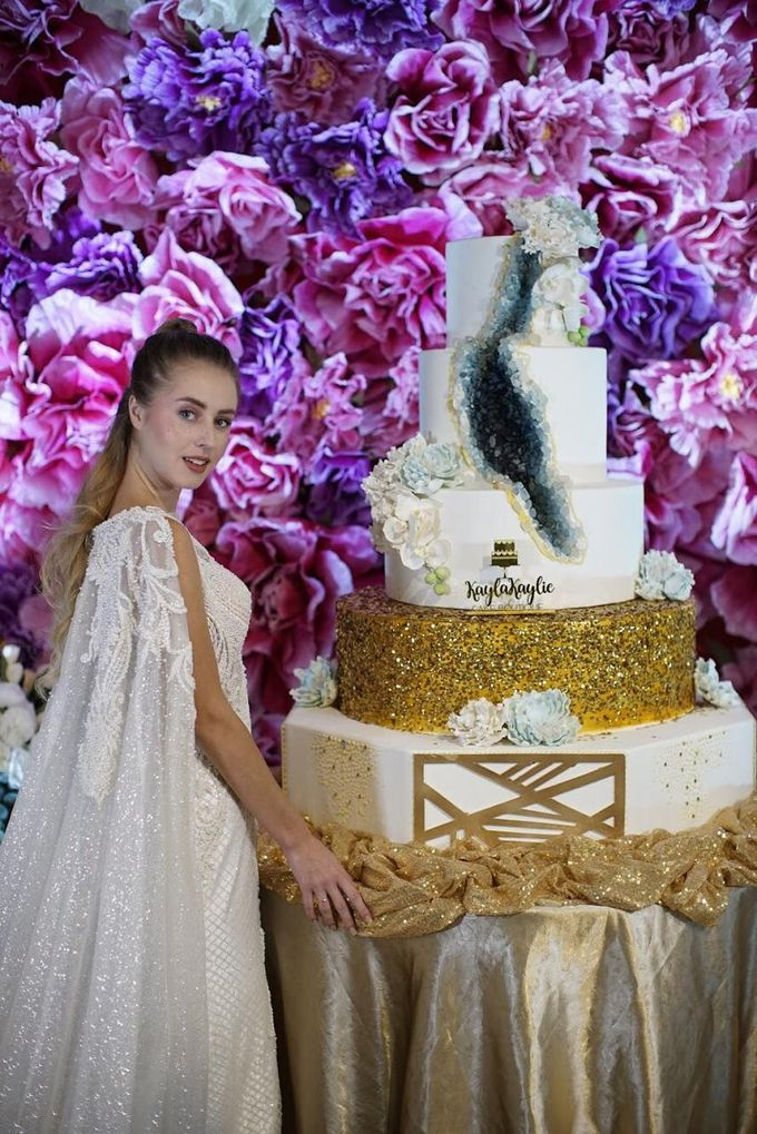 Our Wedding Cake Photo Shoot by Kaylakaylie Cake & Bakery - 009