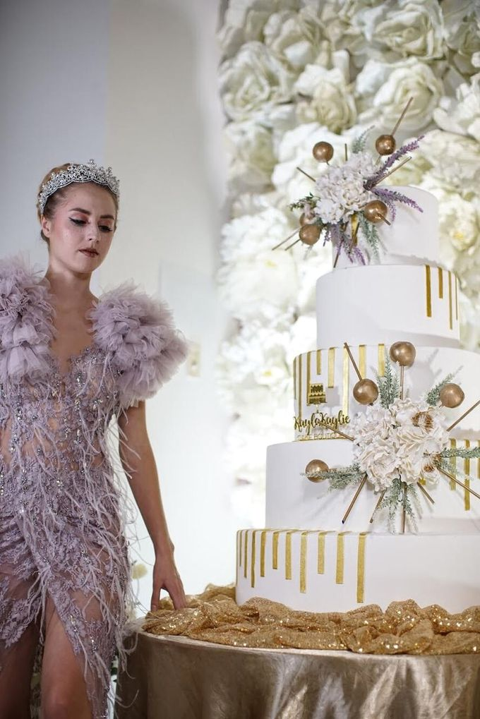 Our Wedding Cake Photo Shoot by Kaylakaylie Cake & Bakery - 020