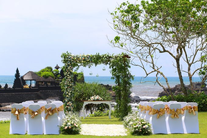 GOLD WEDDING PACKAGE by IMPIANA PRIVATE VILLAS CEMAGI - 005