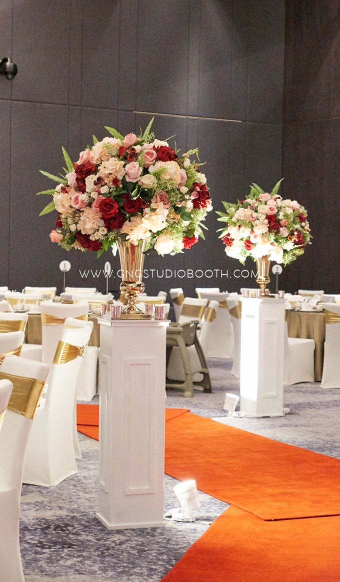 Pinkish Red and Gold Wedding by Glitz&Glam Studiobooth - 009