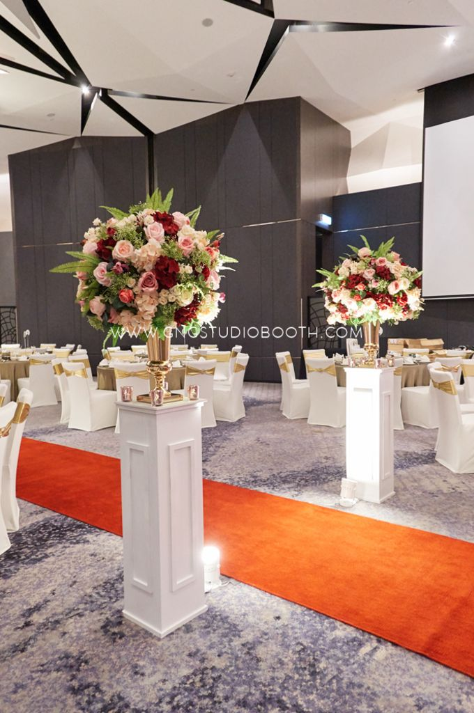 Pinkish Red and Gold Wedding by Glitz&Glam Studiobooth - 010