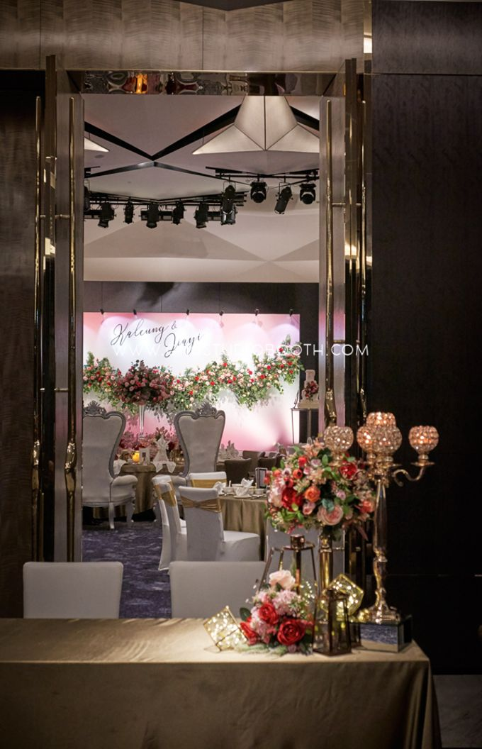 Pinkish Red and Gold Wedding by Glitz&Glam Studiobooth - 011