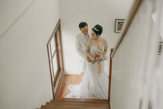 Unexpected Rainy Romantic Wedding In Bali by Mariyasa - 021