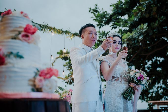 Unexpected Rainy Romantic Wedding In Bali by Mariyasa - 024