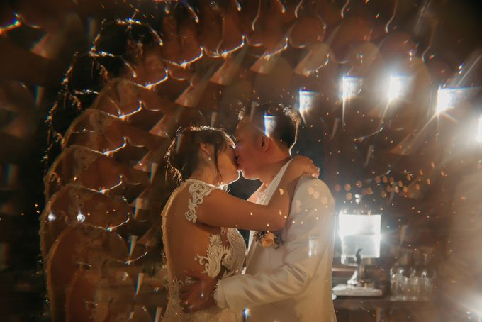 Unexpected Rainy Romantic Wedding In Bali by Mariyasa - 026