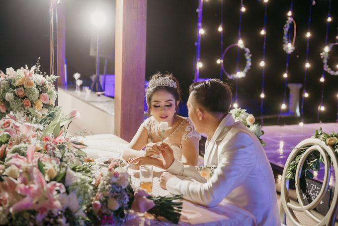Unexpected Rainy Romantic Wedding In Bali by Mariyasa - 028