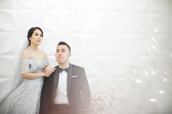 Jonathan + Prawinda Prewedding by Wedding Factory - 005