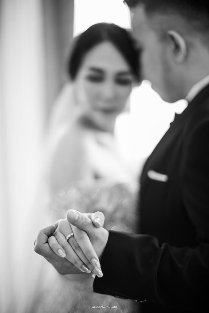 Jonathan + Prawinda Prewedding by Wedding Factory - 008