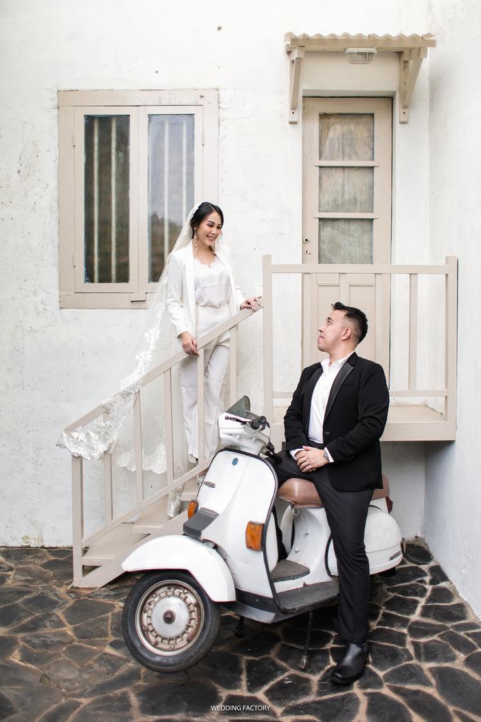 Jonathan + Prawinda Prewedding by Wedding Factory - 011