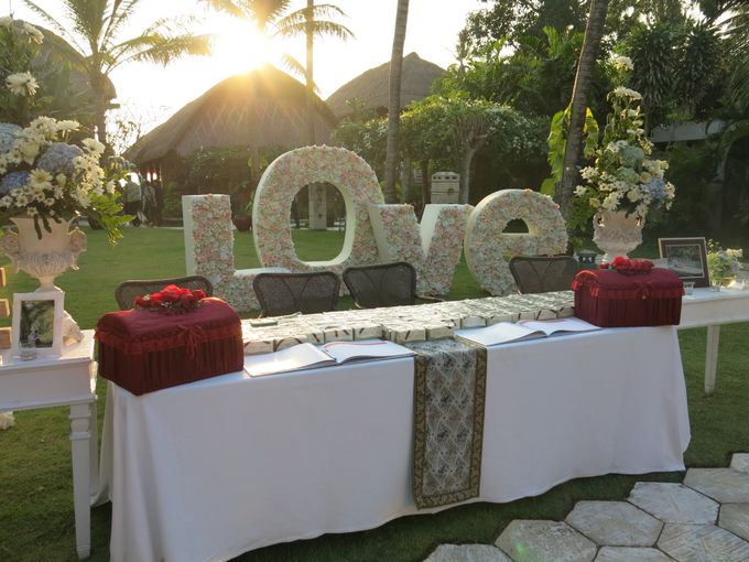 Wonderfull beach wedding at Senggigi beach - Lombok by Sudamala Resorts - 011