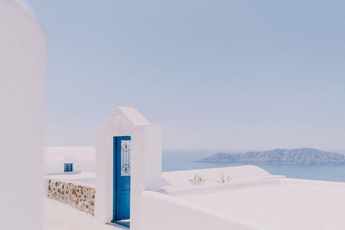 Elopement in Santorini by Elias Kordelakos - 001