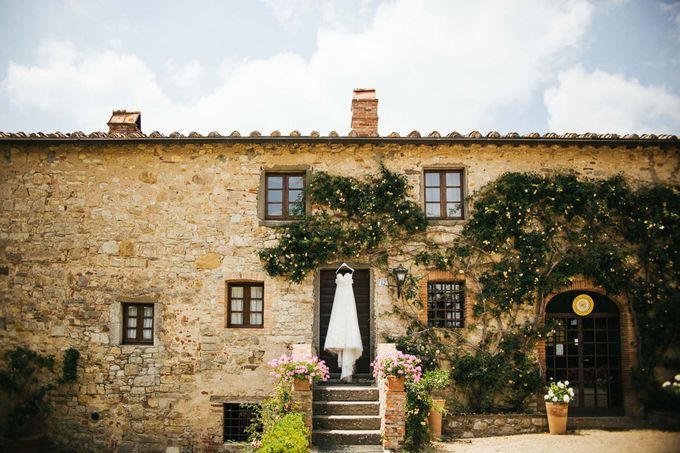 Tuscan Wedding at castello di Spltenna by Laura Barbera Photography - 002