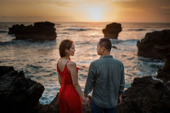 Black sand beach and cliff bali by Maxtu Photography - 040