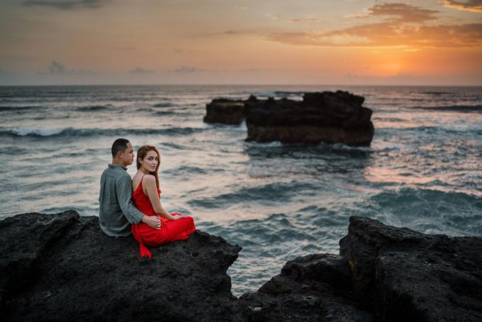 Black sand beach and cliff bali by Maxtu Photography - 044