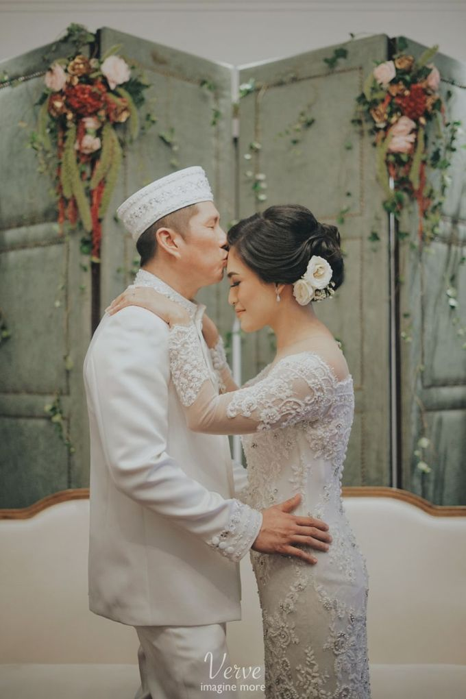 WEDDING CEREMONY OF ANGGINA & JUSTIN by Barli Asmara Couture - 006