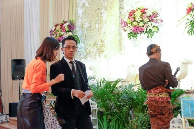 Wedding at Gedung Graha Sativa Kranggan by Handy Talky Rental bbcom - 002