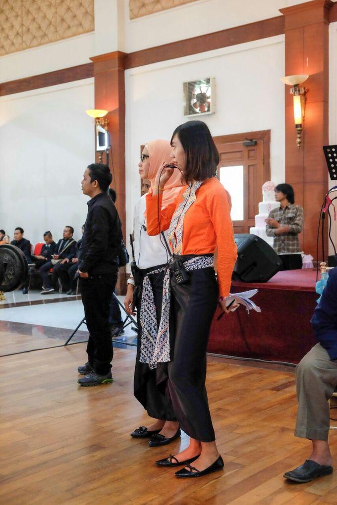 Wedding at Gedung Graha Sativa Kranggan by Handy Talky Rental bbcom - 001