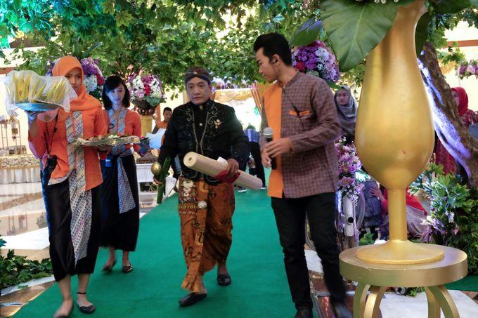 Wedding at Gedung Graha Sativa Kranggan by Handy Talky Rental bbcom - 007