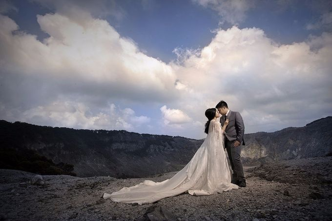 Prewedding Gown for Mrs Felicia by Deasy Marlina - 006