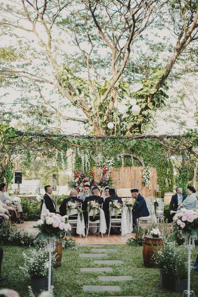 ANGGI & WIKA by Raffles Hills Cibubur - On Green Garden Venue - 003