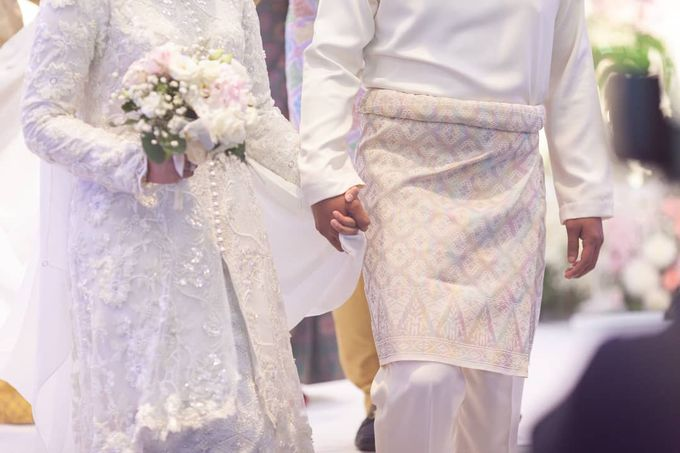 Atiah & Zaini Wedding in Johor Bahru, Malaysia by SVARNA by IKAT Indonesia Didiet Maulana - 002