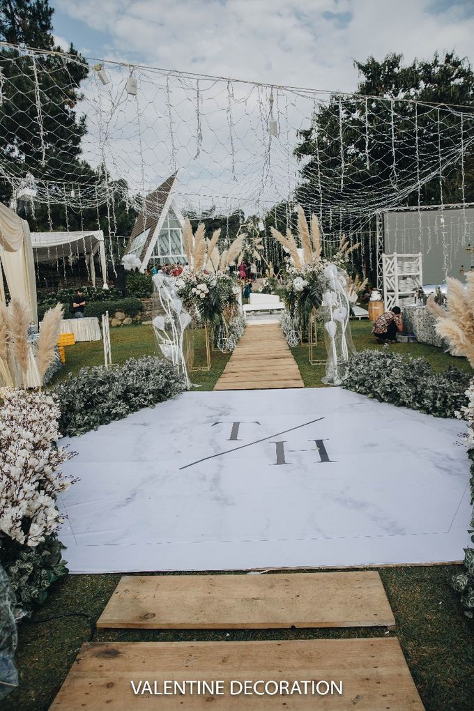Theo & Hanna  Wedding Decoration by By Laurentialili - 002