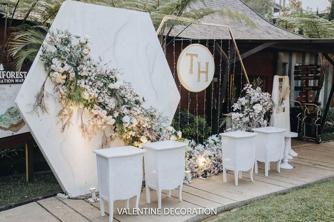 Theo & Hanna  Wedding Decoration by By Laurentialili - 019