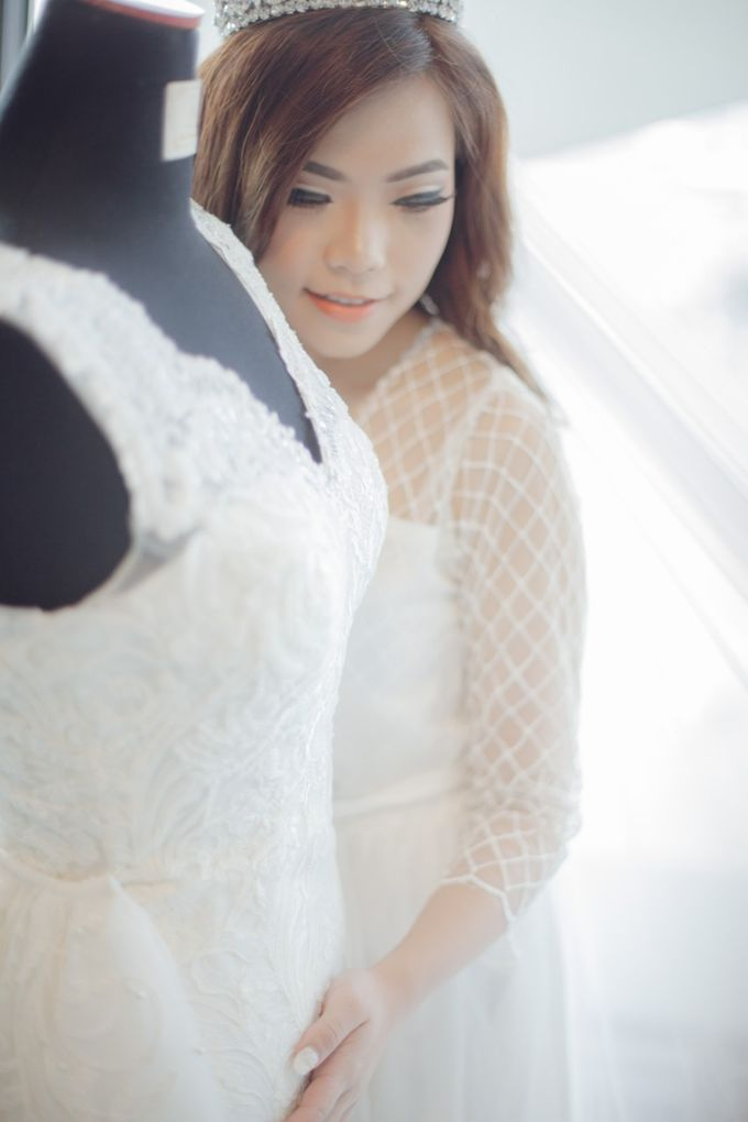 Morning Preparation for Jessica by Elina Wang Bridal - 007
