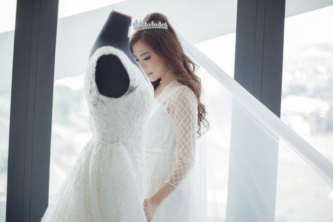 Morning Preparation for Jessica by Elina Wang Bridal - 002